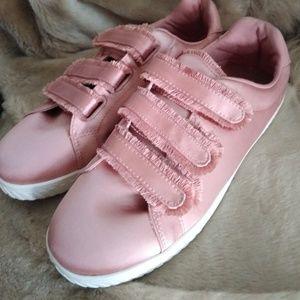 NWOT Tretorn Pink Carry Frg 7 Satin Sneaker 9